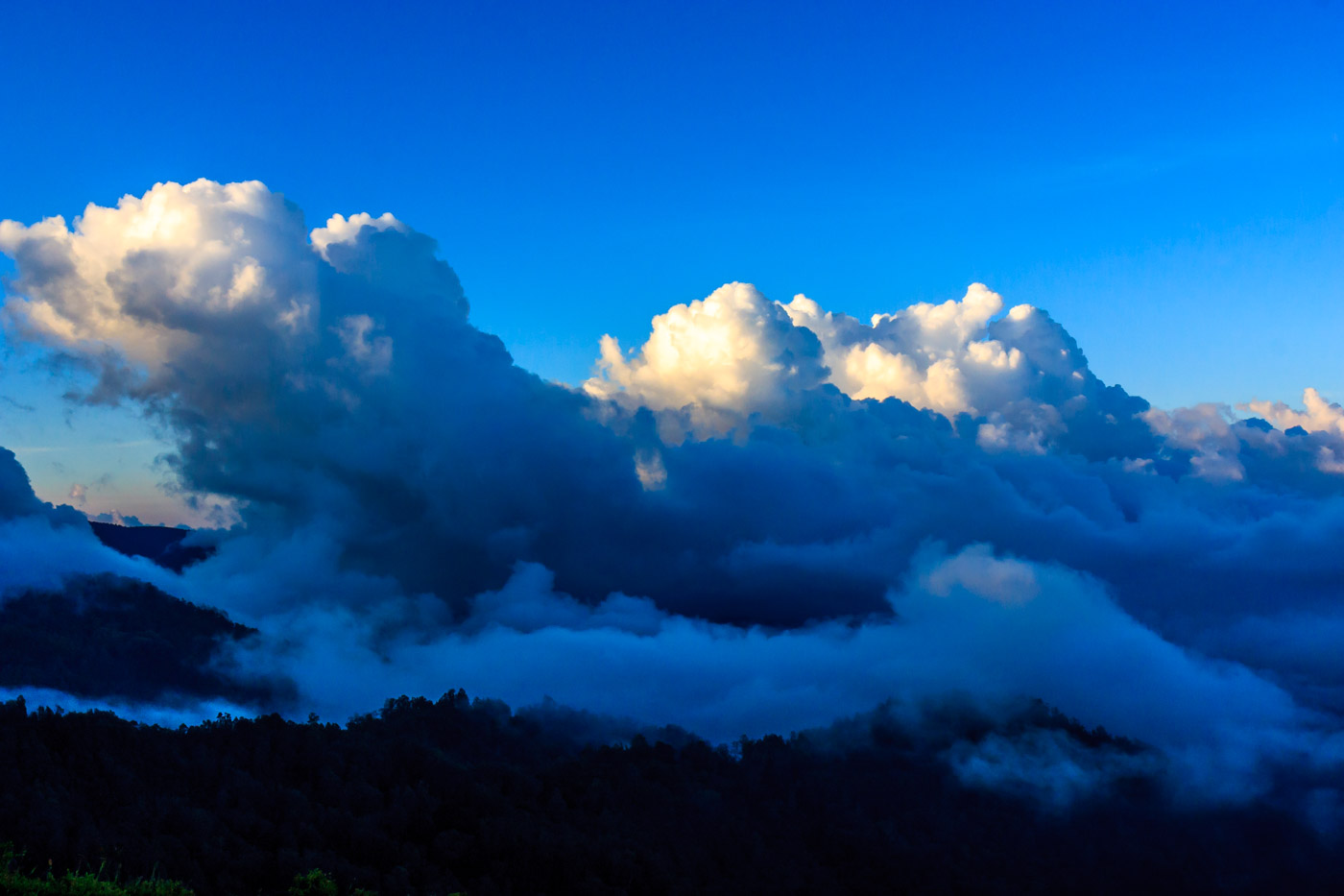 Clouds on Kelimutu.