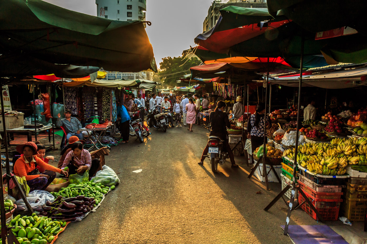 The market in the evening.