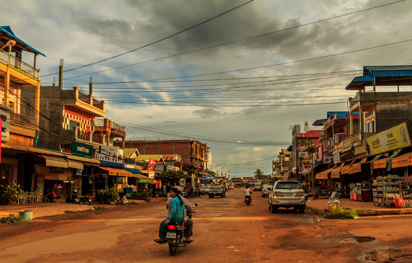 Maybe they aren't beautiful, but I think Cambodian cities are very interesting.