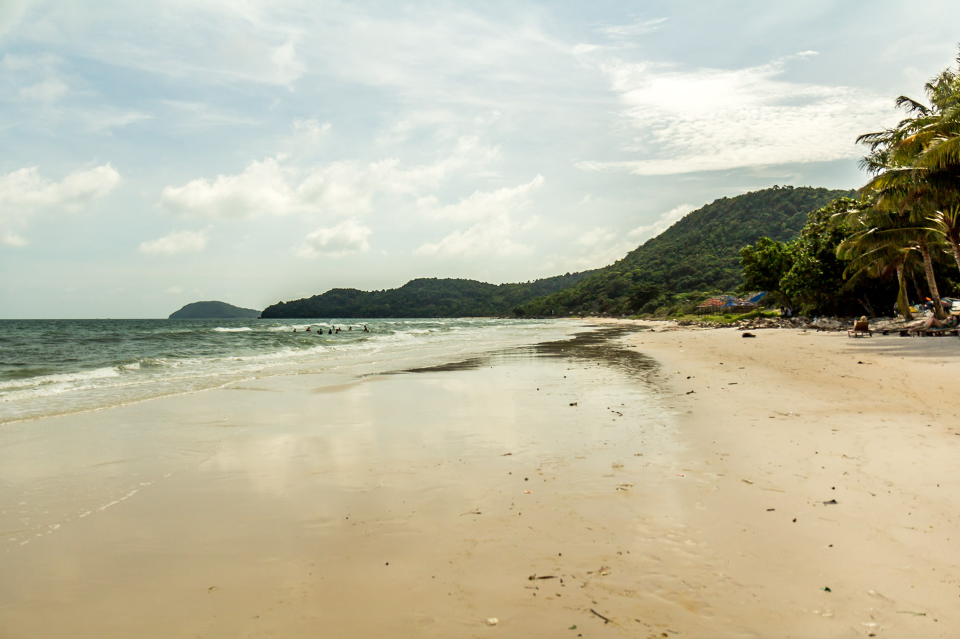 The wide sands of Sao Beach.
