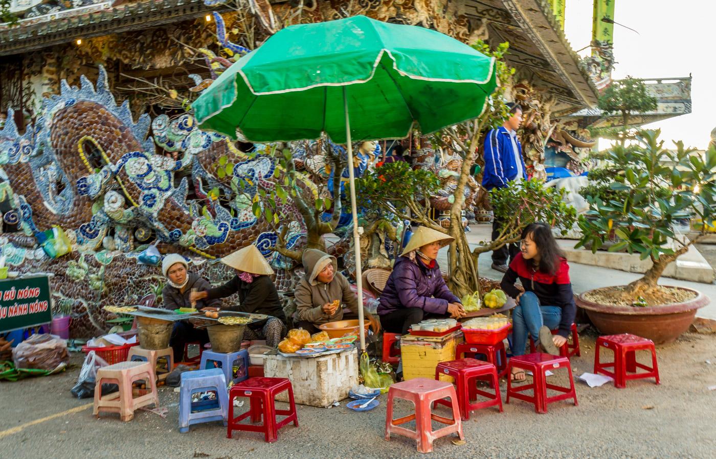 Vendors and dragon.