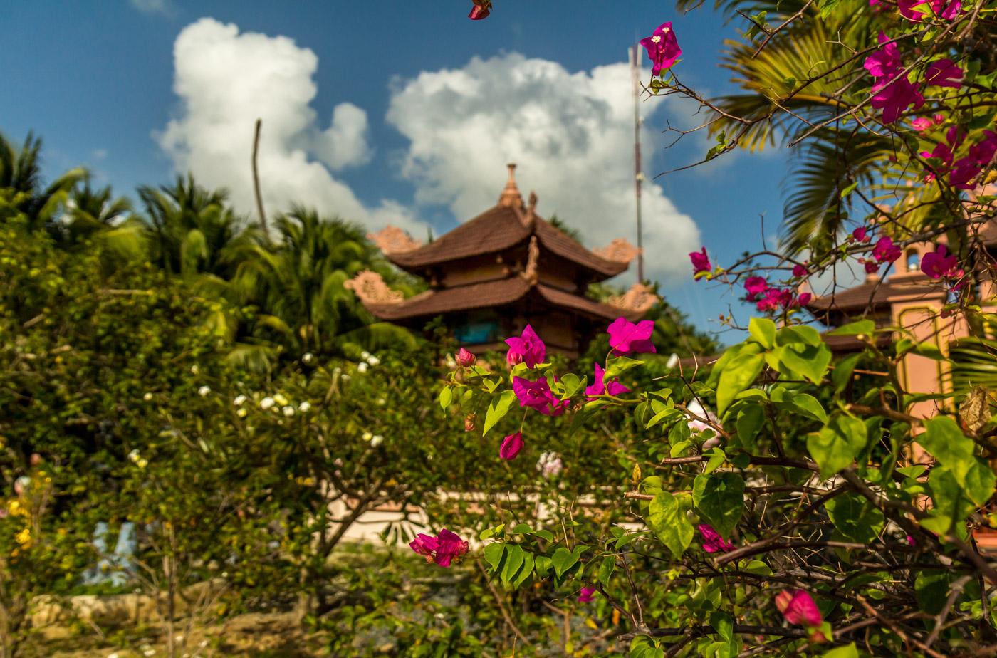 A small pagoda on the way.