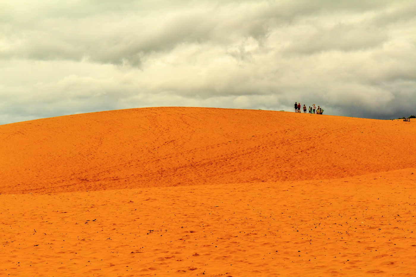 The red sand dunes.
