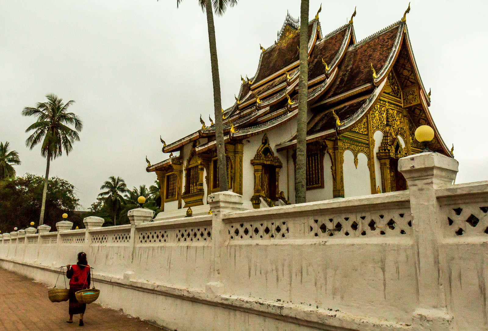how to get to laos from vietnam